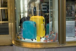 suitcases-438475_1280