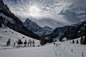 ski-tour-1355023_640